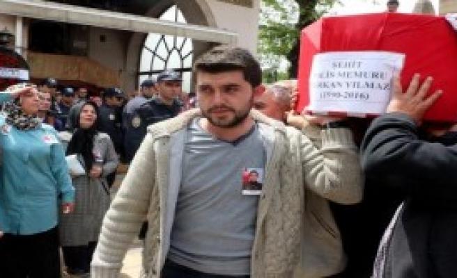 Şehit Polisi 5 Bin Kişi Uğurladı