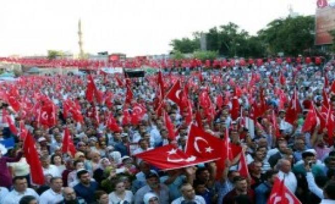 30 Bin Kişi Demokrasi İçin Yürüdü