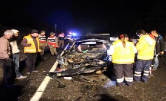 Kamyona Çarpan Otomobilin Sürücüsü Öldü