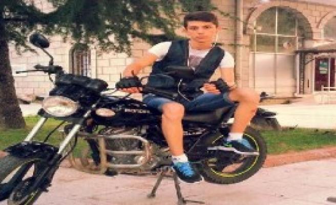 19 Yaşındaki Motosiklet Sürücüsü Öldü