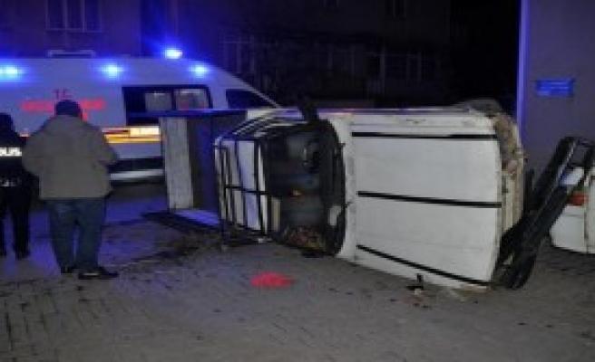 Kazada Baba-Kız Yaralandı, Sürücü Kaçtı