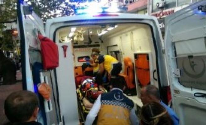 Kamyonetin Çarptığı Genç Kız Yaralandı
