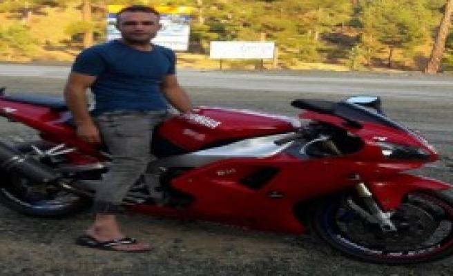 Kamyonetin Çarptığı Motosikletli Öldü