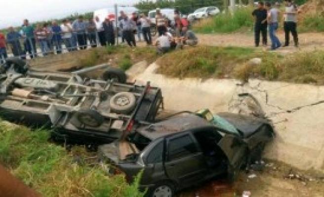 Kamyonetle Otomobil Çarpıştı; Karı-Koca Öldü