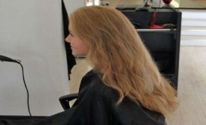 Kanser Hastaları İçin Saçlarını Feda Etti