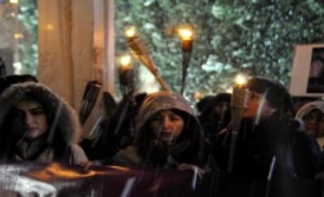Kar Altında Özgecan Protestosu