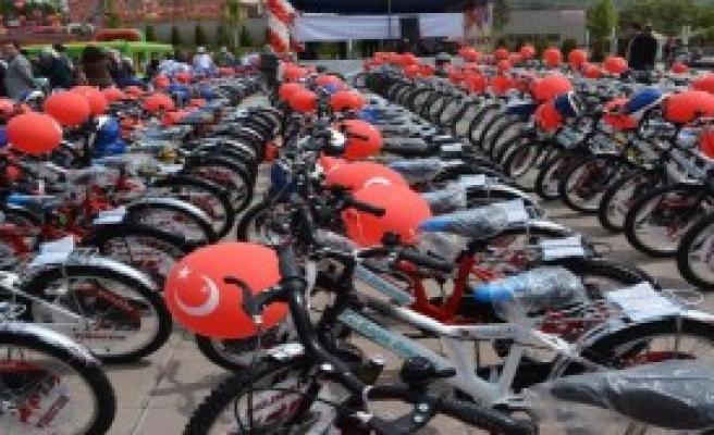 Karabük'te 182 Öğrenciye Bisiklet Dağıtıldı