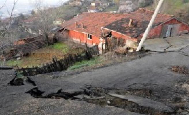 Karabük'te Heyelan: 14 Ev Tahliye Edildi