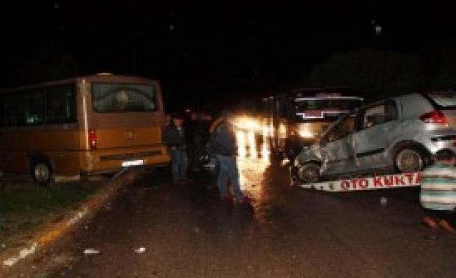 Karabük'te Otomobil Ve Minibüs Çarpıştı: 4 Yaralı