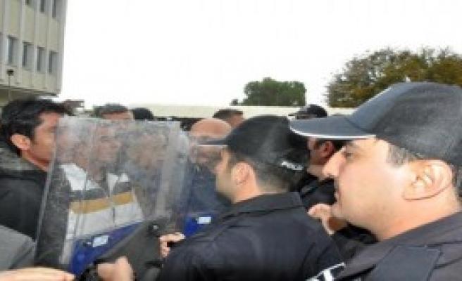 Kardeş Kılıçdaroğlu'nun Yürüyüşü Gerginlikle Noktalandı