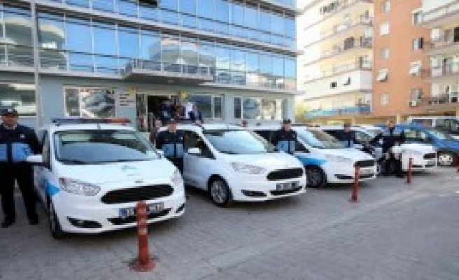 Karşıyaka'da Zabıta Araçları Yenilendi