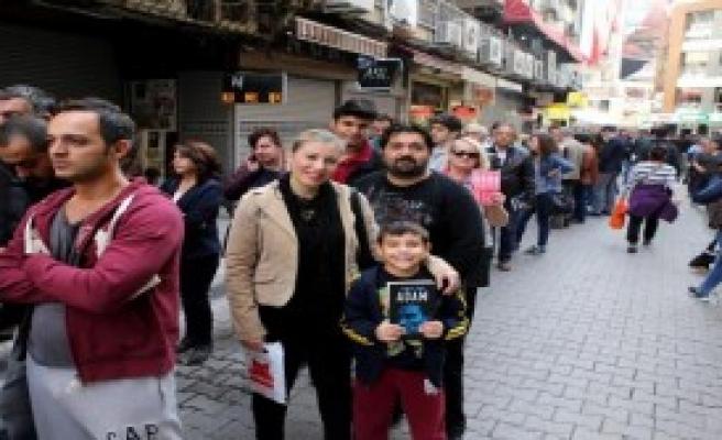 Karşıyaka'da Yılmaz Özdil İzdihamı