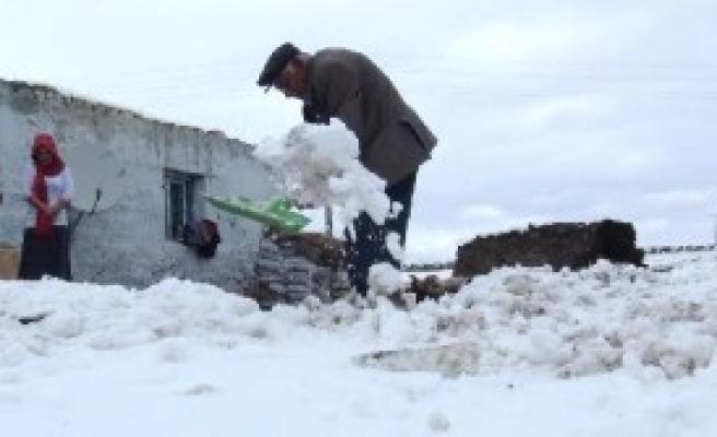 Kars'ta Kar Yağışına Müzikli Kutlama