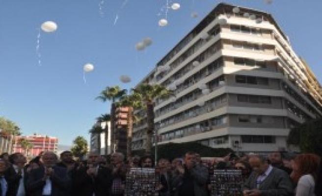 Katliamda Ölenler İçin Barış Balonları Uçurdular