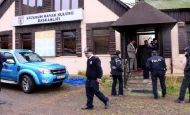 Kayak Kulübünü Polis Bastı