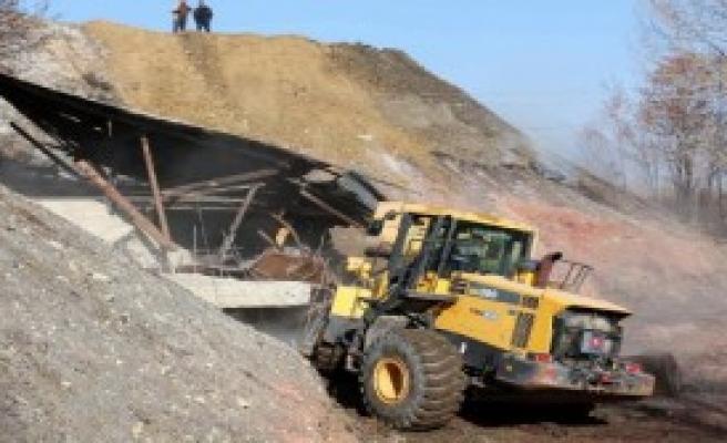Şikayet Ettiği Kömür Ocağını Yıktırdı