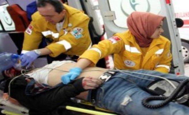 Kayseri'de 2 Otomobil Çarpıştı: 5 Yaralı