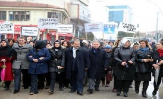 Kazan'da Özgecan İçin Yürüdüler