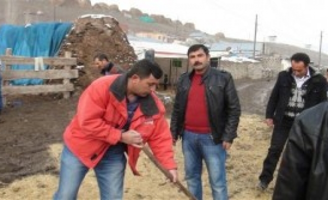 Kazıkkaya Köyü Çamur Deryasına Döndü