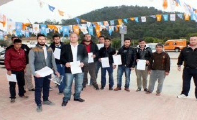 AK Partide 40 İstifa