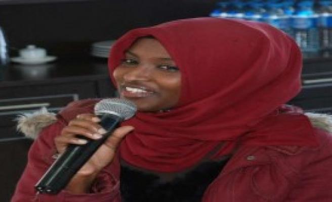 Kenyalı Öğrenciden Türkçe Şarkı