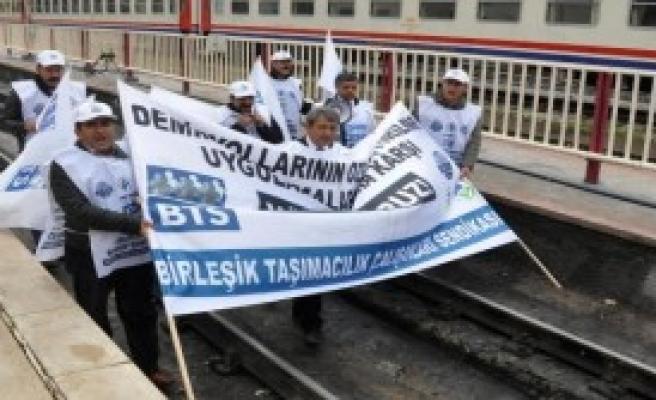 Tren Garında 'Özelleştirme' Protestosu
