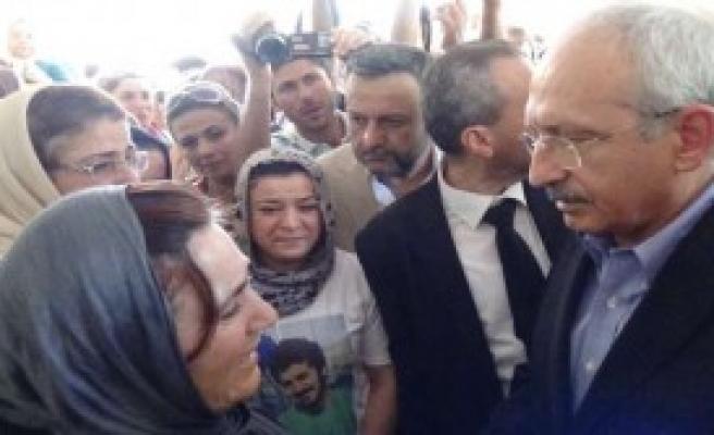 Kılıçdaroğlu O Aileleri Ziyaret Etti