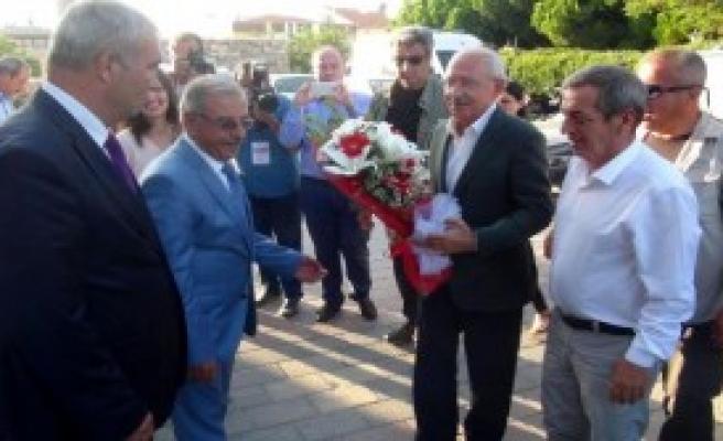 Kılıçdaroğlu'ndan Şehit Ailelerine Taziye Ziyareti