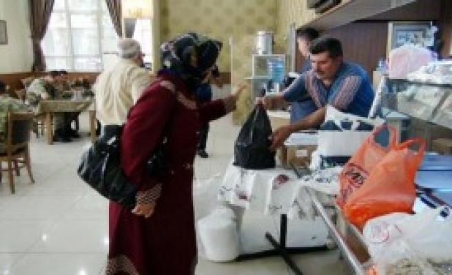 Askerlere Moral İçin Yemek Gönderdiler
