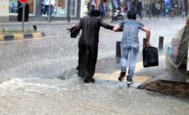 Kilis'te, Ev Ve İşyerlerini Su Bastı