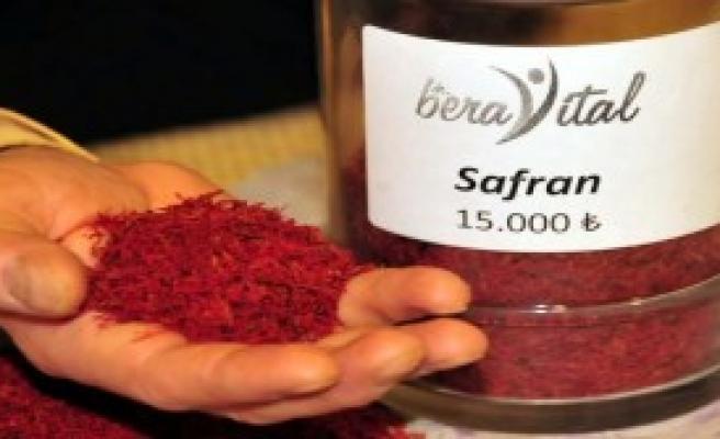 Kilosu 15 Bin Lira Olan Safran Gramla Satılabiliyor