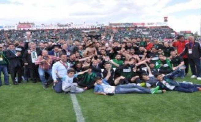 Kocaelispor'da 3'üncü Lig Sevinci
