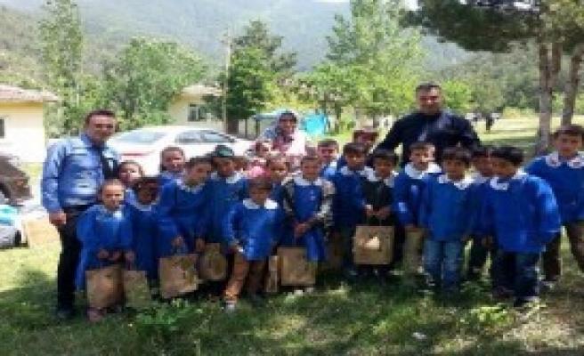Kolej Öğrencilerinden Köy Okuluna Destek