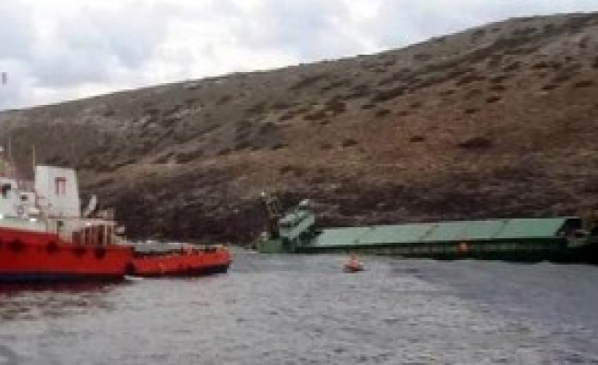 Kayalıklara Oturan Gemi Battı
