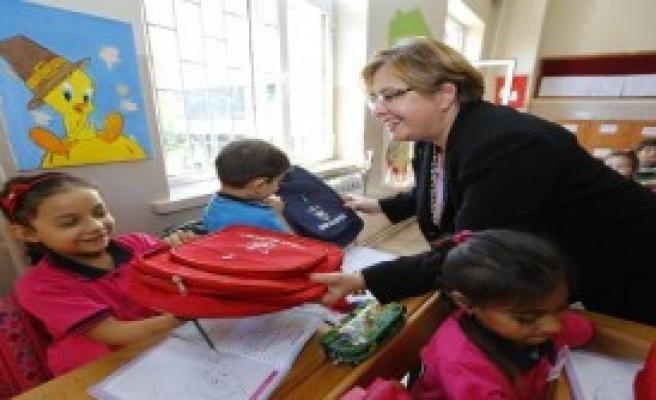 Konak'ta Eğitime Destek Sürüyor