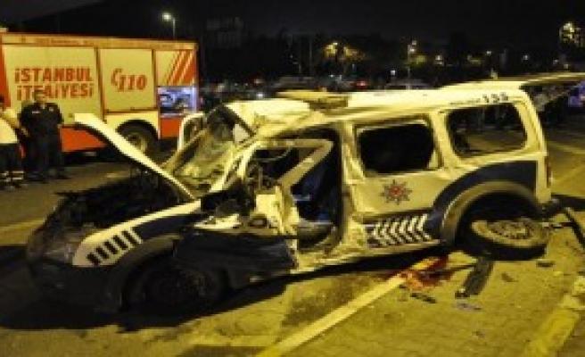 Kontrolden Çıkan Polis Aracı Kaza Yaptı