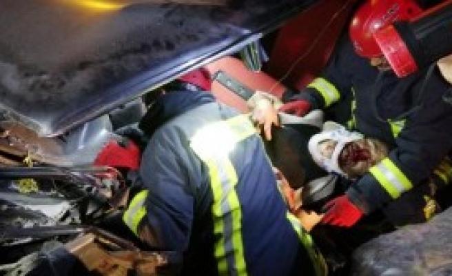 Konya'da 2 Otomobil Çarpıştı
