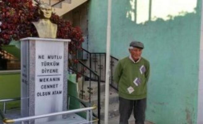 Köy Meydanına Atatürk Büstü Yaptırdı