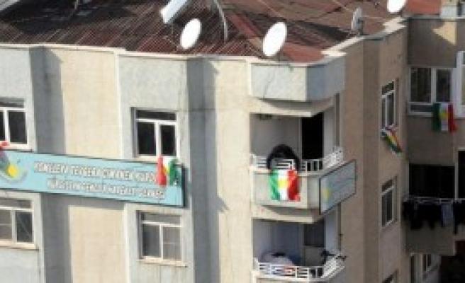 'Kürdistan' Bayrağı Kampanyası Başlattılar