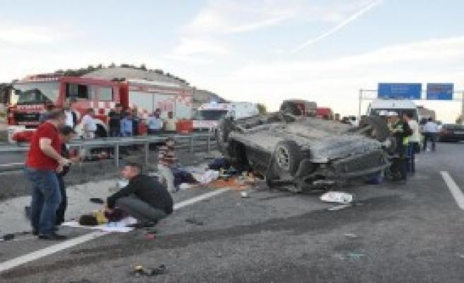 Kütahya'da Takla Atan Araçta 1 Ölü 6 Yaralı