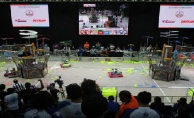 Liseli Gençler Robotlarını Yarıştırdı