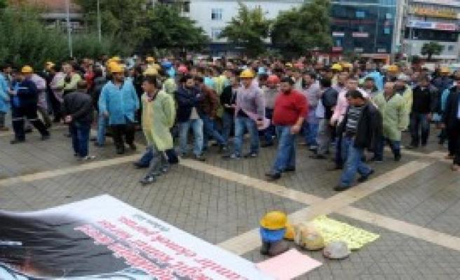 Madencilerin Valilik Önündeki Eylemi Sürüyor