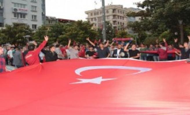 Manisa'da Bayrak Tepkisi