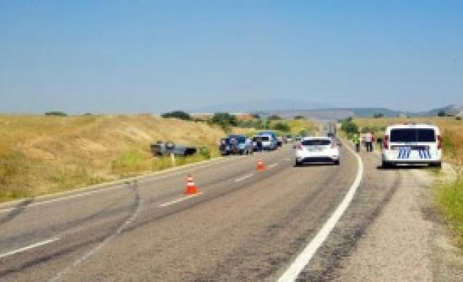 Manisa'da Düğün Konvoyunda Kaza, 1 Ölü, 5 Yaralı