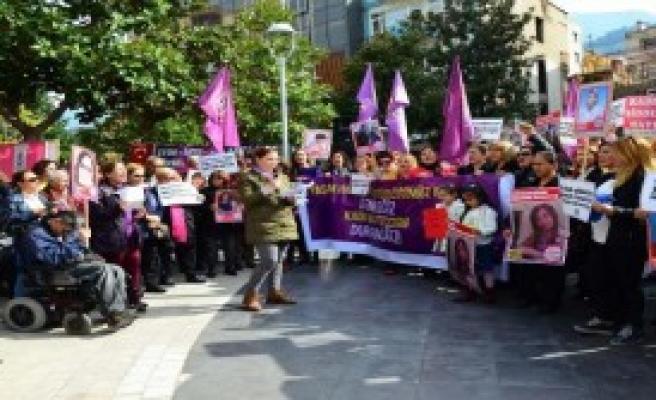 Manisa'da Kadın Cinayetleri Protesto Edildi