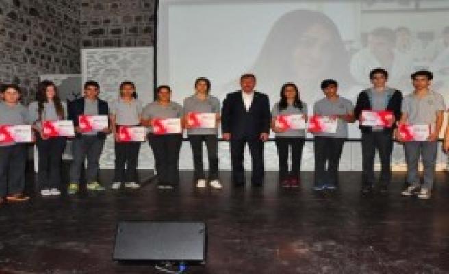Manisalı Öğrencilere Tablet Dağıtıldı