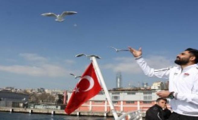 Manisaspor'dan Boğaz'da Tekne Turu