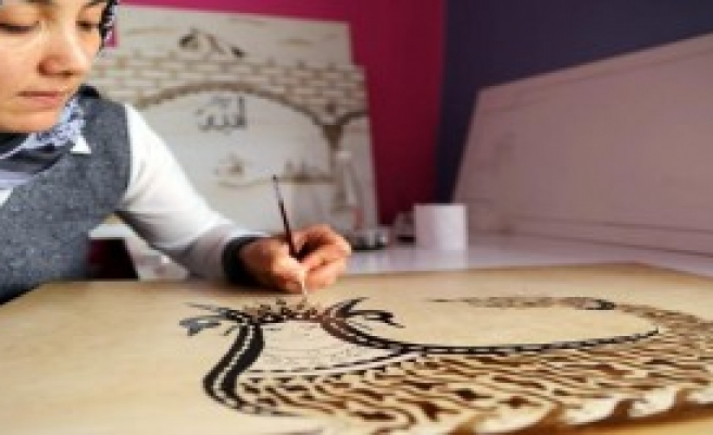 Mardinli kadınlar örenirken, üretiyor
