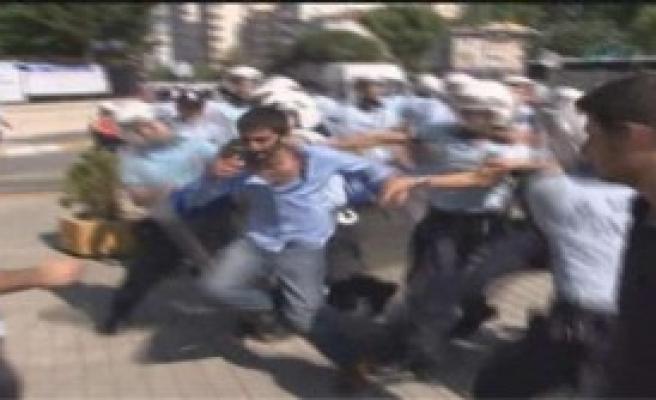 Marmara Üniversitesi'nde Öğrenciler Birbirine Girdi
