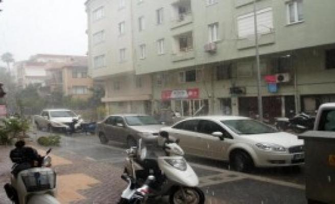 4 Saatte Metrekareye 80 Kilo Yağmur